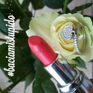 anello, rosa e rossetto